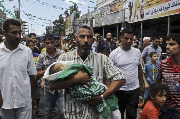 Gazzeli çocuk elinde çikolatasıyla öldü 21