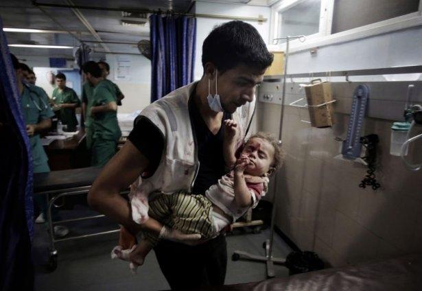 Gazzeli çocuk elinde çikolatasıyla öldü 24