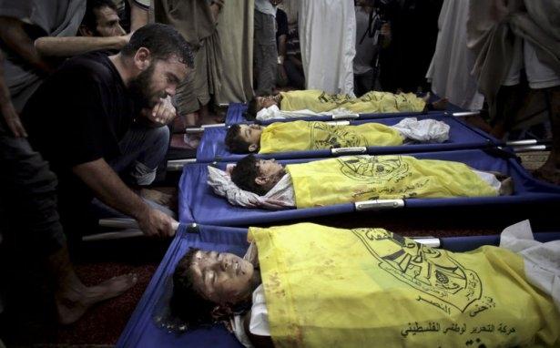 Gazzeli çocuk elinde çikolatasıyla öldü 3