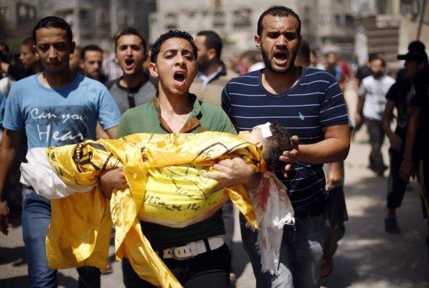 Gazzeli çocuk elinde çikolatasıyla öldü 4