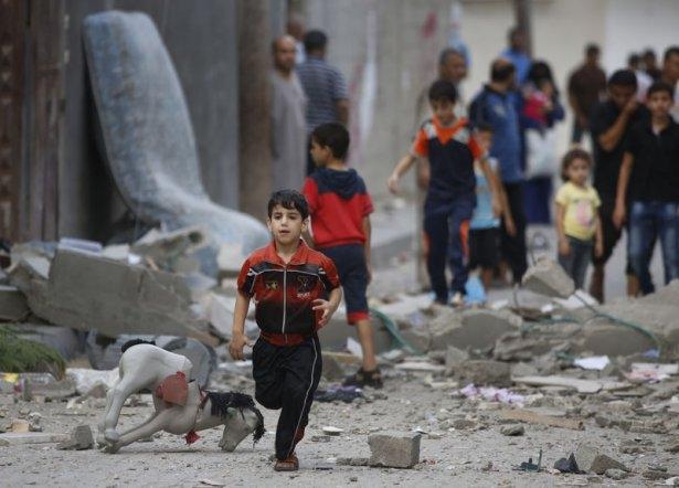 Gazzeli çocuk elinde çikolatasıyla öldü 5