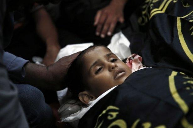 Gazzeli çocuk elinde çikolatasıyla öldü 9