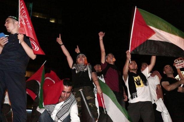 İstanbul'da binlerce kişi İsrail'i lanetledi 11