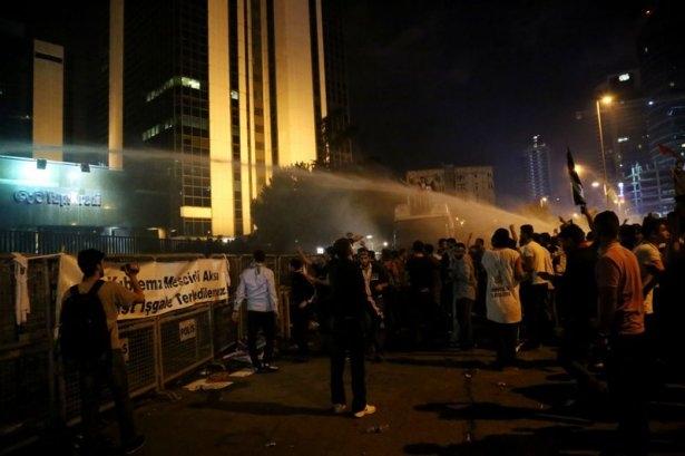 İstanbul'da binlerce kişi İsrail'i lanetledi 14