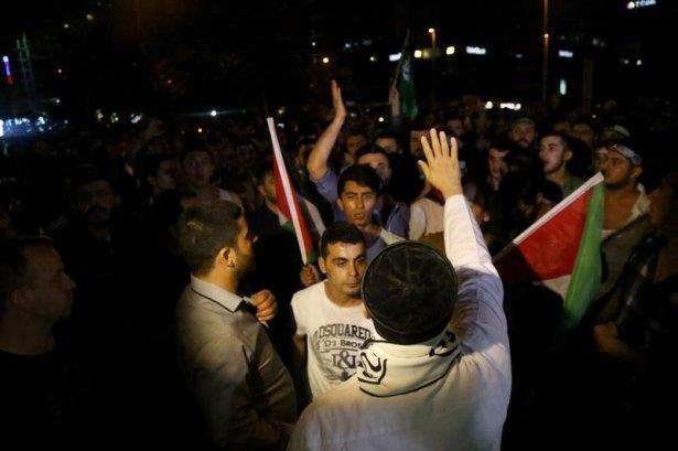 İstanbul'da binlerce kişi İsrail'i lanetledi 17