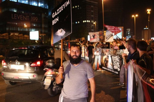 İstanbul'da binlerce kişi İsrail'i lanetledi 18