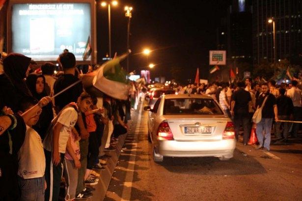 İstanbul'da binlerce kişi İsrail'i lanetledi 19