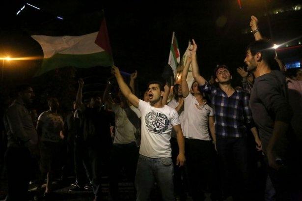 İstanbul'da binlerce kişi İsrail'i lanetledi 21