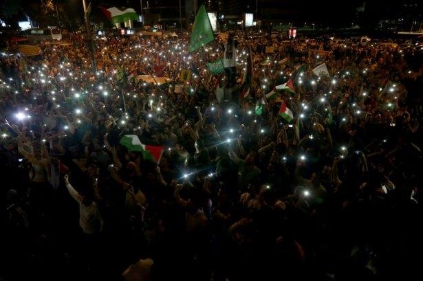 İstanbul'da binlerce kişi İsrail'i lanetledi 27