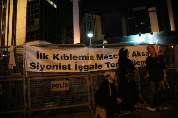 İstanbul'da binlerce kişi İsrail'i lanetledi 30