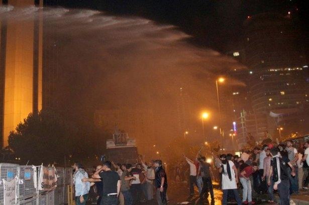 İstanbul'da binlerce kişi İsrail'i lanetledi 31