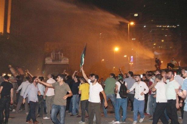 İstanbul'da binlerce kişi İsrail'i lanetledi 35