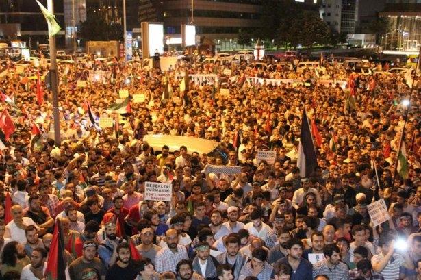 İstanbul'da binlerce kişi İsrail'i lanetledi 36