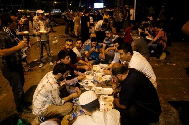İstanbul'da binlerce kişi İsrail'i lanetledi 4