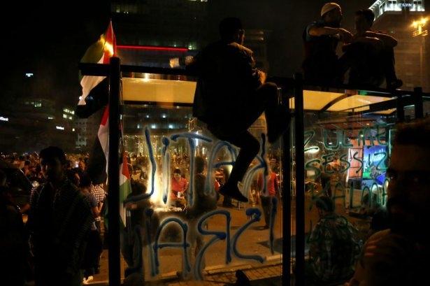 İstanbul'da binlerce kişi İsrail'i lanetledi 40