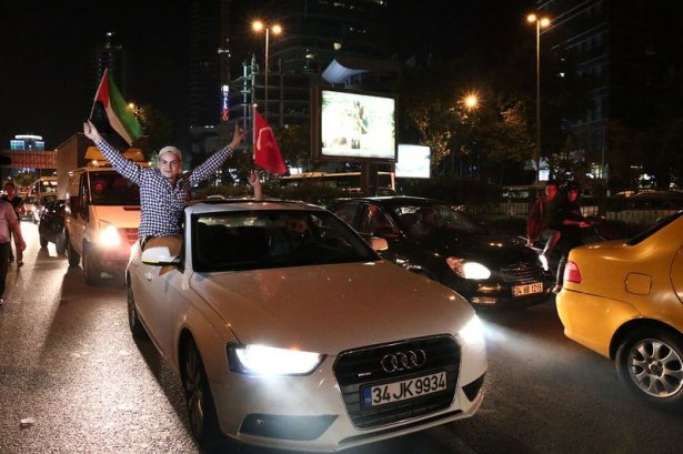 İstanbul'da binlerce kişi İsrail'i lanetledi 44