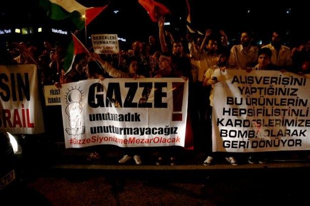 İstanbul'da binlerce kişi İsrail'i lanetledi 46