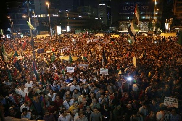 İstanbul'da binlerce kişi İsrail'i lanetledi 47