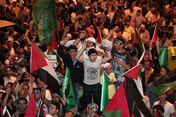 İstanbul'da binlerce kişi İsrail'i lanetledi 8
