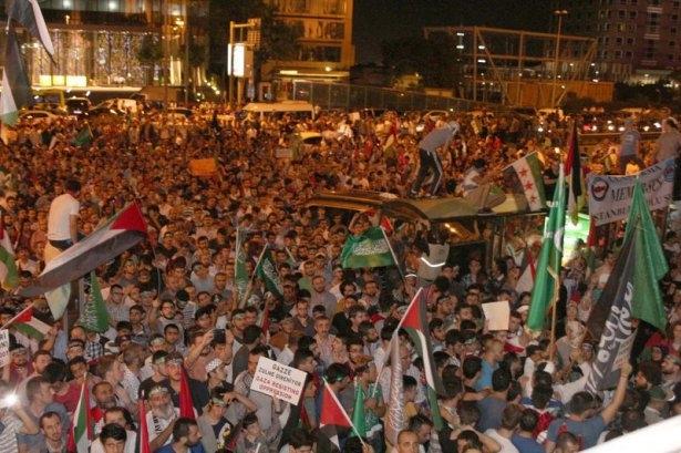 İstanbul'da binlerce kişi İsrail'i lanetledi 9