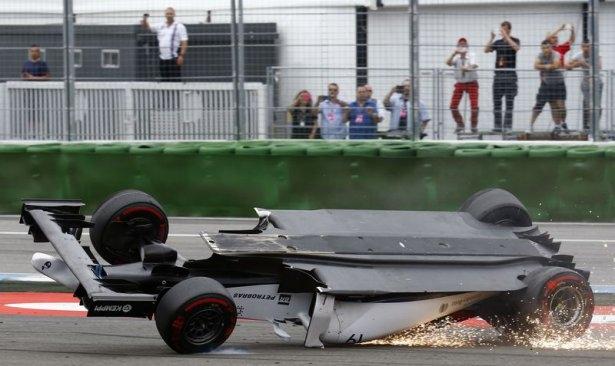 Formula 1'de feci kaza! 3