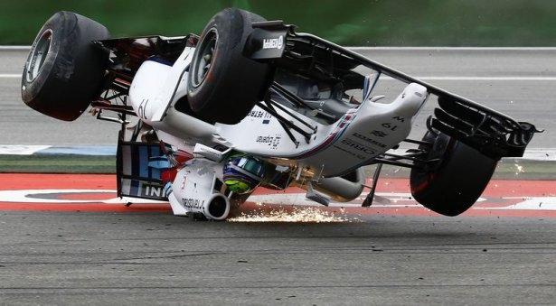 Formula 1'de feci kaza! 6