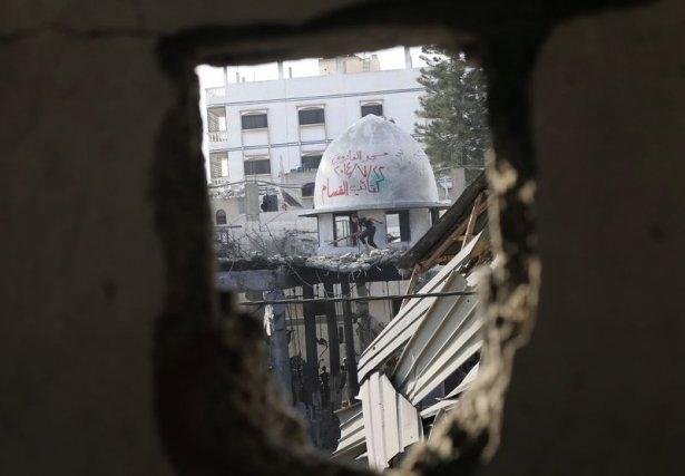 İsrail ordusu 3 camiyi vurdu 1