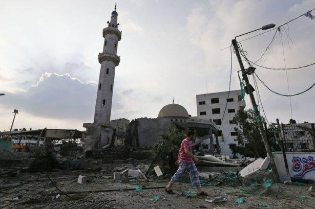 İsrail ordusu 3 camiyi vurdu 10
