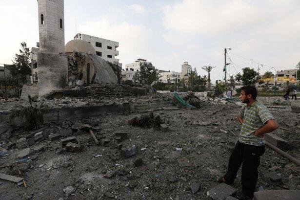 İsrail ordusu 3 camiyi vurdu 11