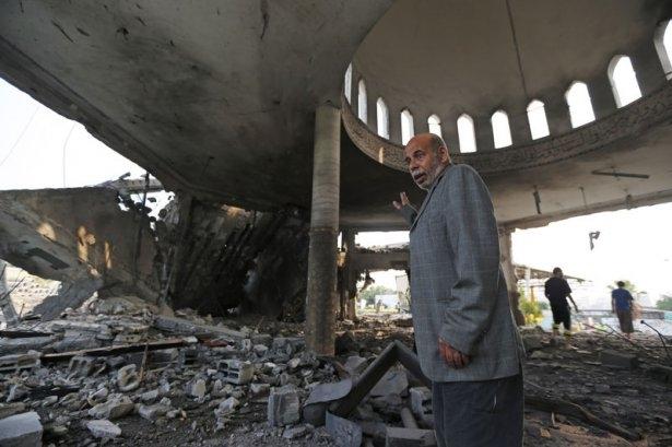 İsrail ordusu 3 camiyi vurdu 12