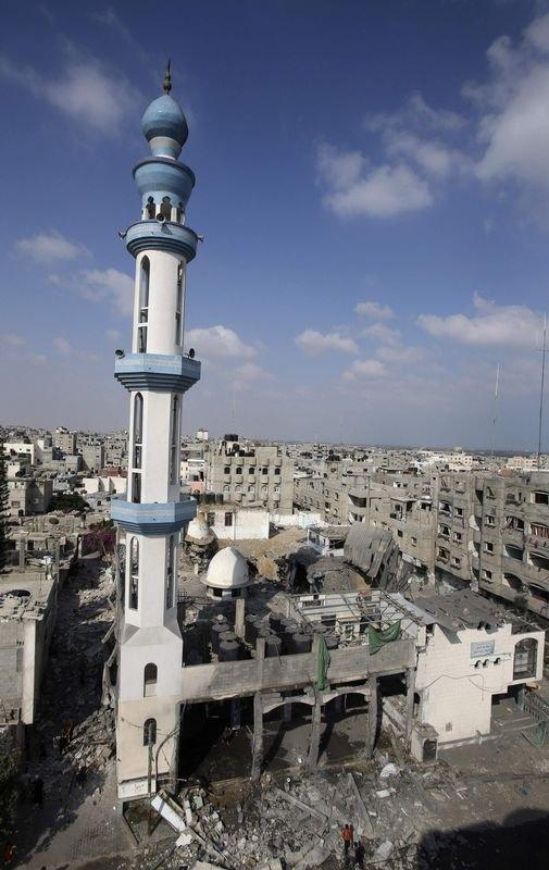 İsrail ordusu 3 camiyi vurdu 2