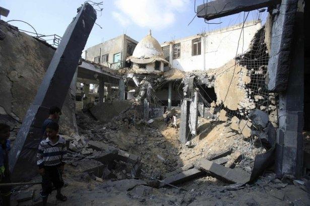 İsrail ordusu 3 camiyi vurdu 3