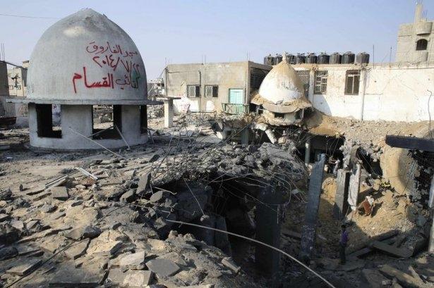 İsrail ordusu 3 camiyi vurdu 4