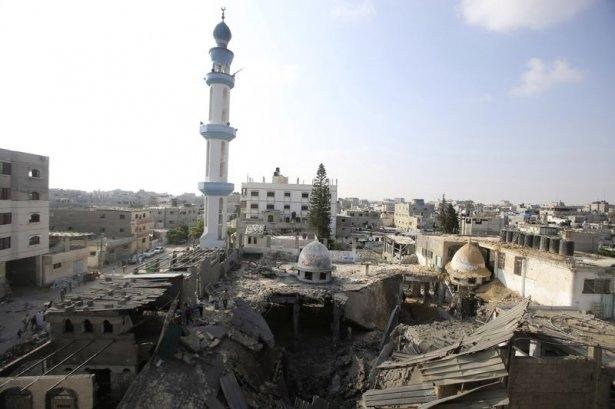 İsrail ordusu 3 camiyi vurdu 5