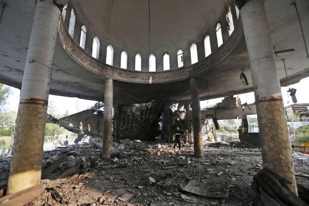 İsrail ordusu 3 camiyi vurdu 6