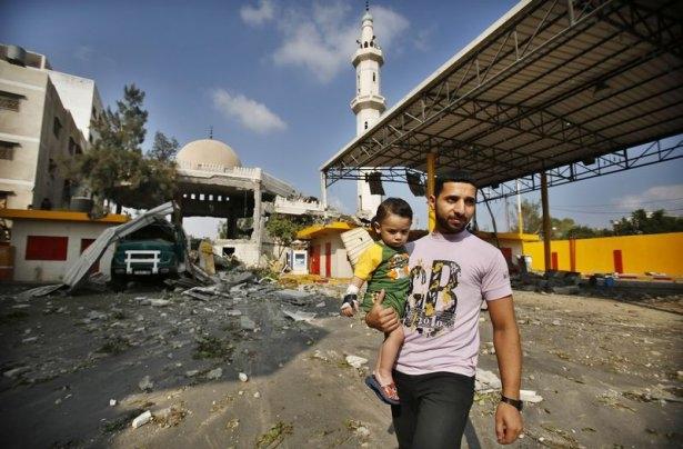 İsrail ordusu 3 camiyi vurdu 7