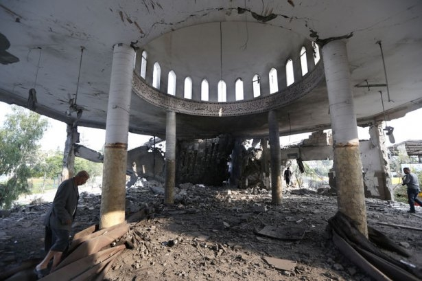 İsrail ordusu 3 camiyi vurdu 8