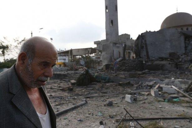 İsrail ordusu 3 camiyi vurdu 9