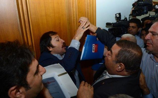 CHP grup toplantısında olaylar çıktı! 2