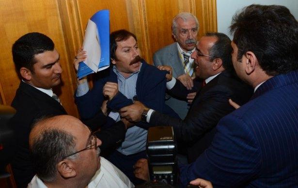 CHP grup toplantısında olaylar çıktı! 3
