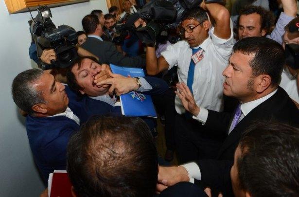 CHP grup toplantısında olaylar çıktı! 4