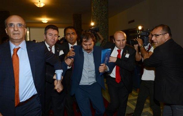 CHP grup toplantısında olaylar çıktı! 8
