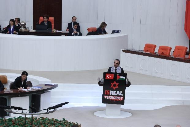 Meclis kürsüsünde İsrail protestosu 11
