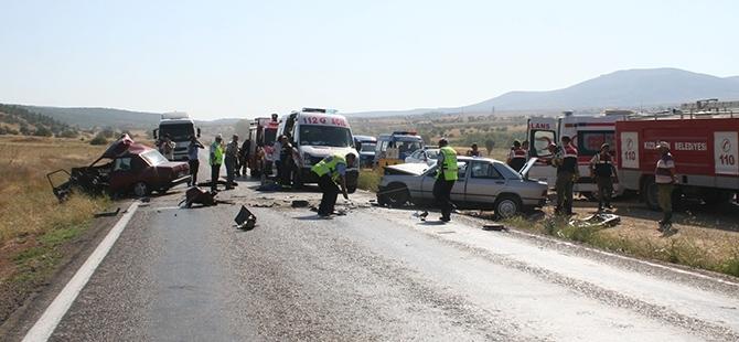 Konya'da İki Otomobil Çarpıştı: 1 Ölü, 3 Yaralı 1