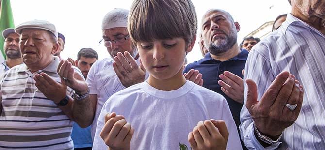 Şehitler için gıyabi cenaze namazı 3
