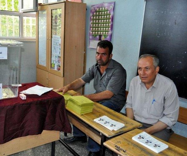 Türkiye genelinde oy verme işlemi başladı 10