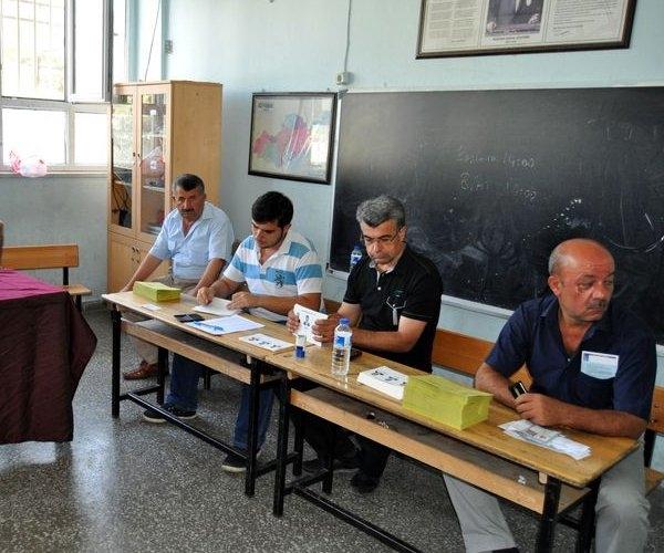 Türkiye genelinde oy verme işlemi başladı 11