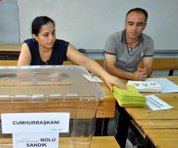 Türkiye genelinde oy verme işlemi başladı 12