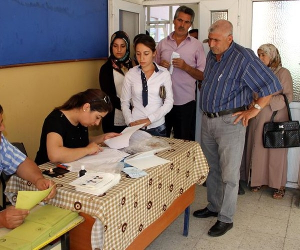 Türkiye genelinde oy verme işlemi başladı 13