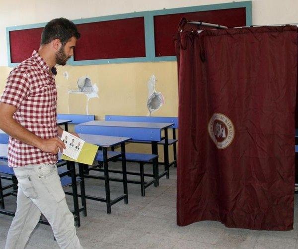 Türkiye genelinde oy verme işlemi başladı 14